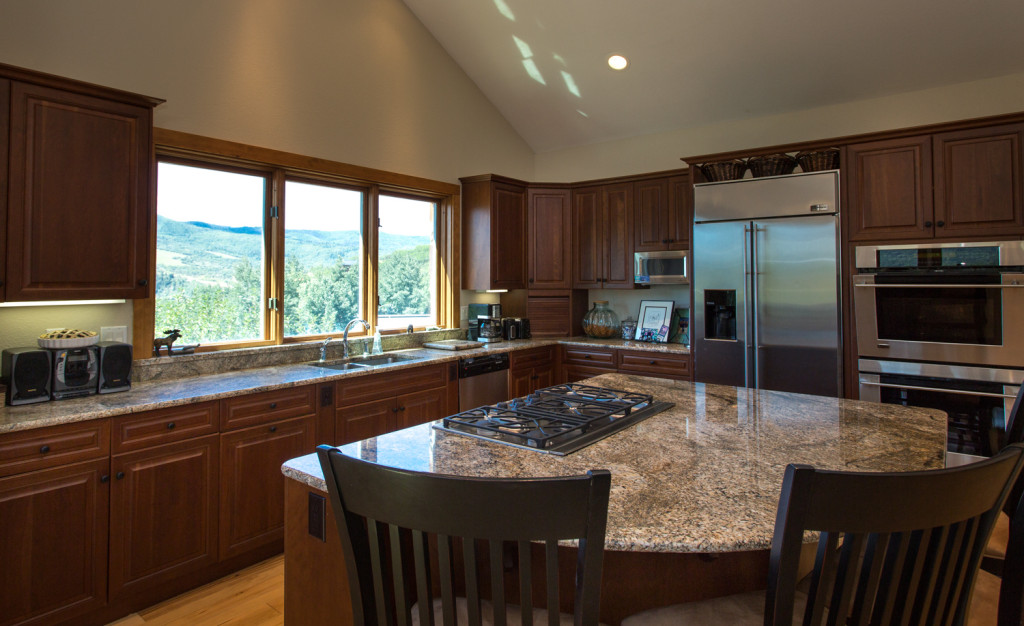 Upgraded stainless steel appliances and granite
